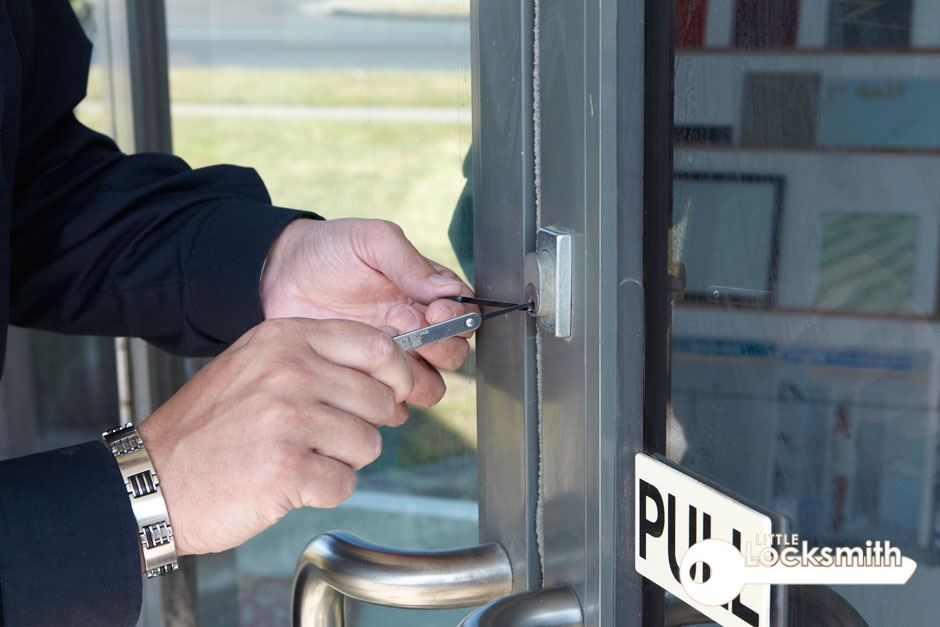 Duties and responsibility of a commercial locksmith little locksmith services singapore_wm