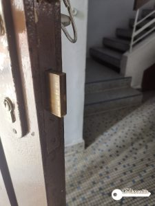 door-lock-cylinder-replacement-singapore-landed-mayflower-terrace-1-little-locksmith-singapore_wm
