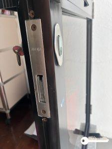 change-door-lock-and-latch-set-landed-serangoon-gardens-3_wm