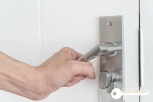 wooden-door-handle-stuck-lock-little-locksmith-singapore_wm