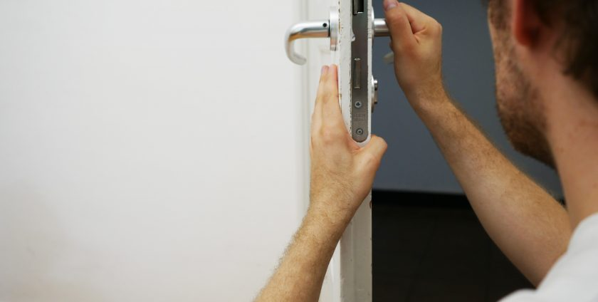 door-handle-repair-little-locksmith-singapore_wm