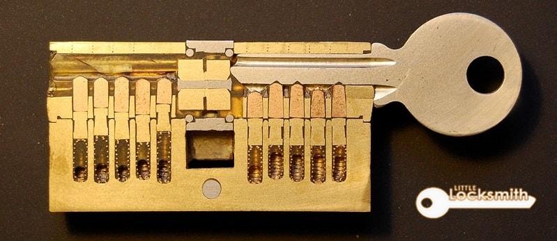 door-lock-repair-singapore-little-locksmith-singapore_wm