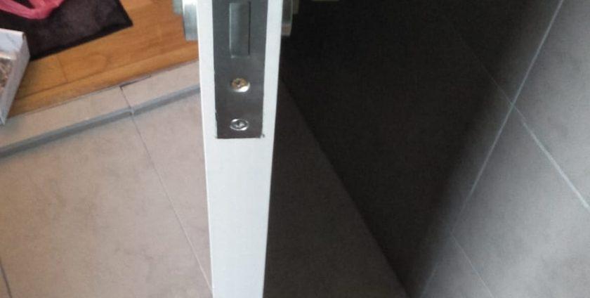 replace-old-door-handle-singapore-hdb-bukit-batok_wm