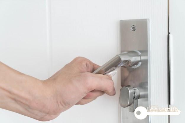 wooden-door-handle-stuck-lock-little-locksmith-singapore_wm